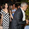"""George Clooney et sa femme Amal vont dîner avec des amis au restaurant """"Il Gatto Nero"""" à Cernobbio, le 3 août 2018."""