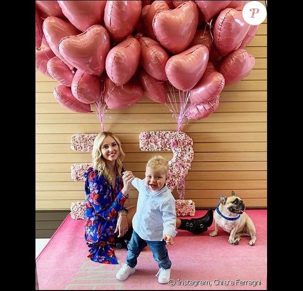 Chiara Ferragni fête ses 32 ans en famille, avec son fils Leone. Mai 2019.