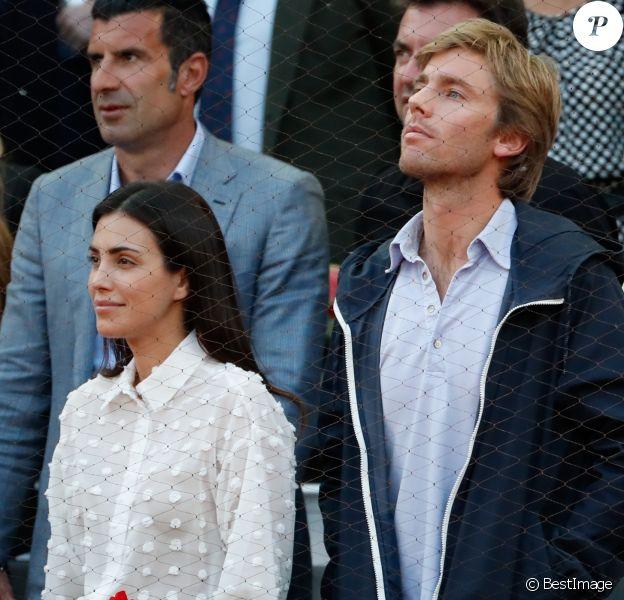Alessandra de Osma et son mari le prince Christian de Hanovre (derrière eux, Luis Figo) dans les tribunes lors de la finale du Masters 1000 de tennis de Madrid le 12 mai 2019.