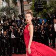 """Bella Hadid lors de la montée des marches du film """"Douleur et Gloire"""" lors du 72ème Festival International du Film de Cannes. Le 17 mai 2019 © Jacovides-Moreau / Bestimage"""
