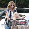 Exclusif - Rebecca Gayheart fait du shopping avec sa fille Georgia Dane à Los Angeles, le 10 octobre 2016.