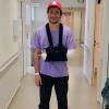 Amir hospitalisé et plâtré après une chute de scène :