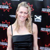Robin Wright radieuse et sublime... dans une robe extrêmement glamour !