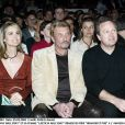 Laeticia et Johnny Hallyday et André Boudou lors de la remise du prix Humour et pub à l'Amnésia, le 25 mars 2004.