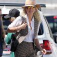 """Laeticia Hallyday est allée déjeuner au restaurant français """"Ladurée Beverly Hills"""" en compagnie de sa mère Françoise Thibault et une amie Elodie Piège à Los Angeles le 15 mars 2019."""