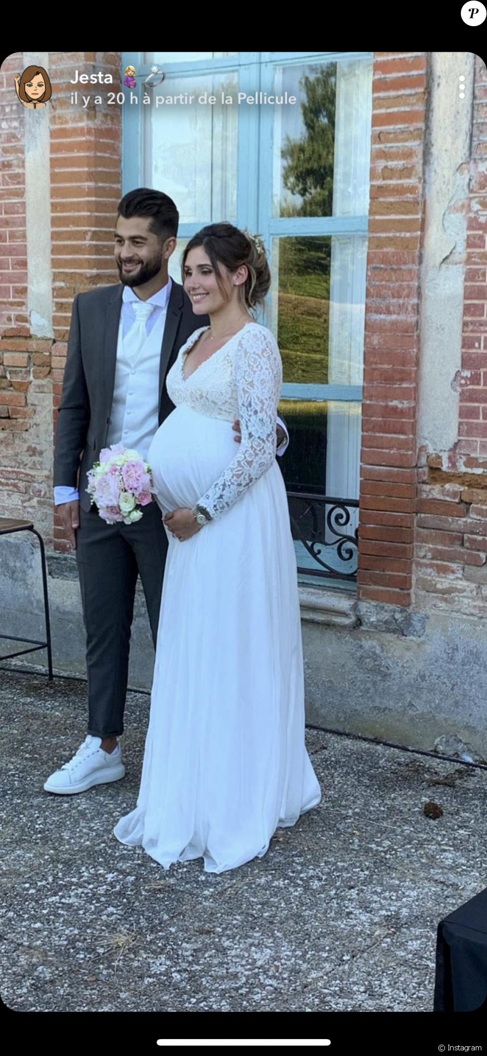 Jesta (Koh-Lanta) sublime en robe de mariée au côté de son époux Benoît samedi 1er juin 2019 lors de la célébration de leur mariage.