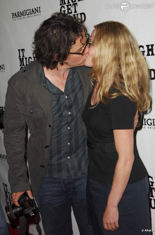 "Davis Guggenheim et Elisabeth Shue, lors de l'after-party donnée après l'avant-première de ""It might get loud"", le documentaire musical de Davis Guggenheim, à Los Angeles, le 20 juin 2009 !"