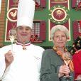 Paul Bocuse et sa femme Raymonde avec Saïd Abdou le 2 décembre 2001 à L'Auberge du Pont de Collonges, leur restaurant à Collonges-au-Mont-d'Or.