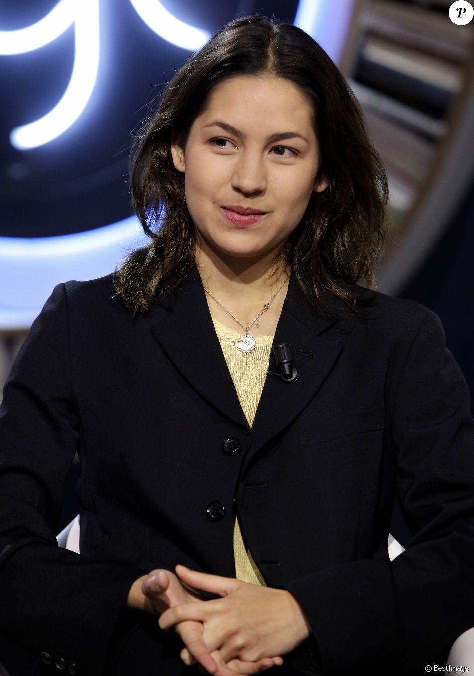 Portrait de Line Papin sur le plateau de l\u0027émission TV La
