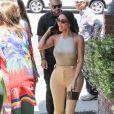 Kim Kardashian et sa soeur K. Kardashian sont allées déjeuner au restaurant Emilio dans le quartier de Encino à Los Angeles, le 7 juin 2019.