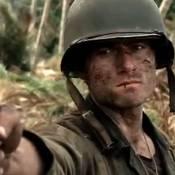 Steven Spielberg et Tom Hanks vous emmènent... en pleine bataille de Pearl Harbor ! Regardez !