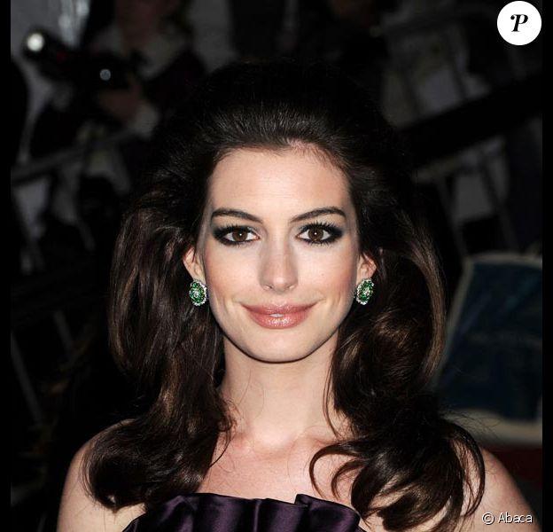 """La charmante Anne Hathaway, bientôt à l'affiche de """"Alice in Wonderland"""", de Tim Burton !"""
