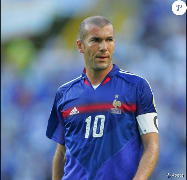 Zinedine Zidane chausse les crampons pour la bonne cause...