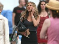 La jolie Jennifer Aniston... une vraie working girl sexy et... pieds nus en pleine rue !