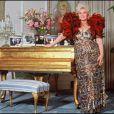 Zsa Zsa Gabor pose dans sa maison de Beverly Hills en avril 1989