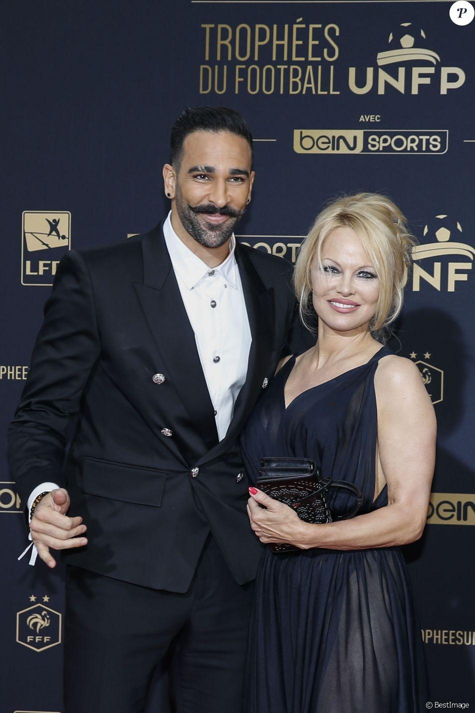 Adil Rami et Pamela Anderson au photocall de la 28e cérémonie des trophées UNFP (Union nationale des footballeurs professionnels) au Pavillon d'Armenonville à Paris, France, le 19 mai 2019.