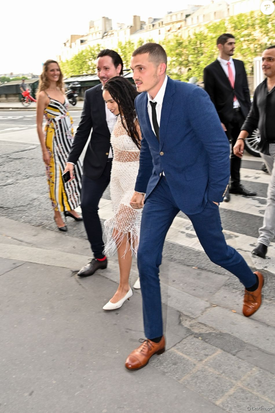 Zoe Kravitz et son mari Karl Glusman - Les invités de Zoe Kravitz et de son mari Karl Glusman arrivent au restaurant Lapérouse à Paris pour leur Pre Wedding Party le 28 juin 2019.