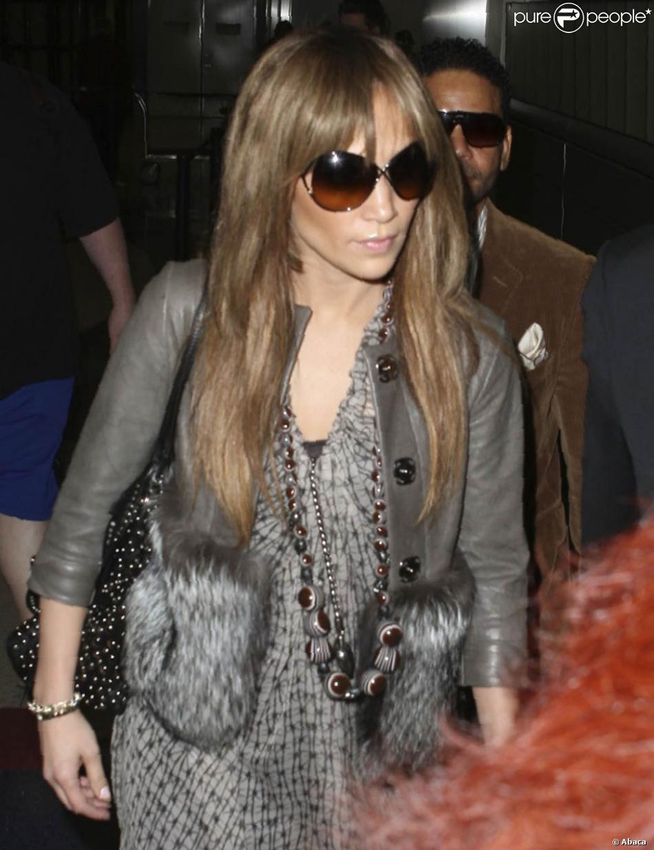 60c70dc7540b2 Les lunettes oversize pour Jennifer Lopez... et avec un sourire en plus, ce  serait parfait !