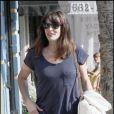 Liv Tyler suit la tendance et mise sur les Wayfarer : avec deux couleurs, c'est plus tendance ! La touche funky de sa tenue !