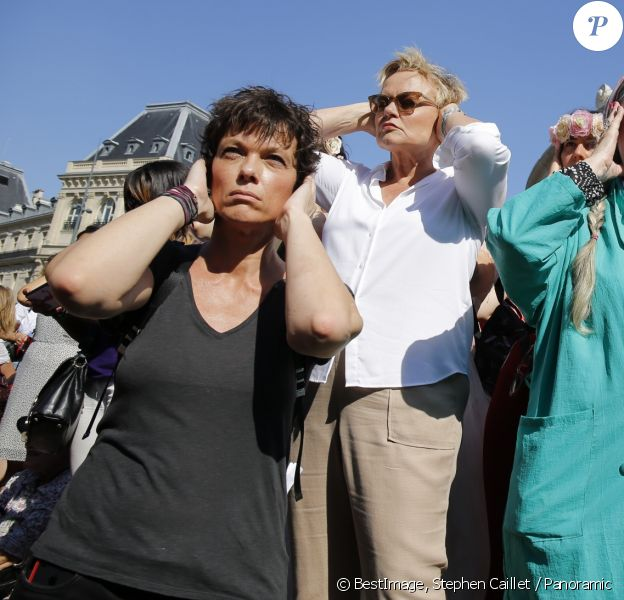 Anne Le Nen et Muriel Robin participent au rassemblement contre les violences faites aux femmes, Place de la République à Paris. Le 6 juillet 2019 © Stephen Caillet / Panoramic / Bestimage