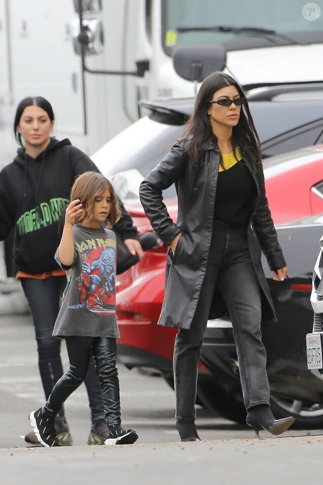 Kourtney Kardashian et sa fille Penelope Disick arrivent à la messe dominicale de Kanye West à Los Angeles, le 26 mai 2019.