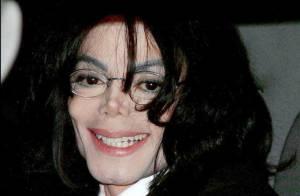 La dernière photo de Michael Jackson quittant sa maison en ambulance...