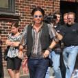 Johnny Depp s'apprête à participer à l'émission de David Letterman, à New York (25 juin 2009)