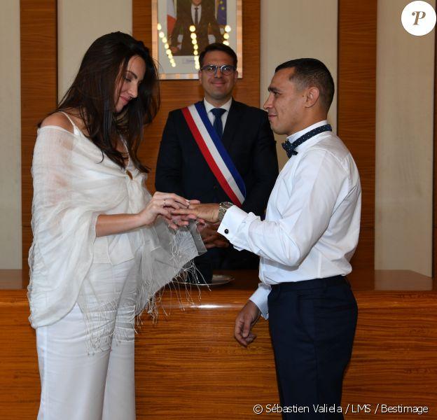 Mariage de Brahim Asloum et Justine Pouget, enceinte de leur premier enfant, à la mairie du 17e arrondissement de Paris, le 8 juillet 2019.