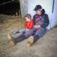 """Claire de """"L'amour est dans le pré"""" au côté de son fils Mathéo, à la ferme - Instagram, 28 avril 2018"""