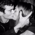 Mélanie Robert et Gary Guénaire s'embrassent sur une photo, le 21 juillet 2019