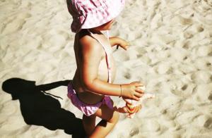Laura Tenoudji et Christian Estrosi : Leur fille Bianca s'éclate à la plage !