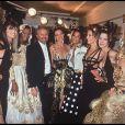 Gianni Versace et ses mannequins à Paris. Janvier 1992.