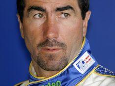 Le sportif Luc Alphand, gravement blessé lors d'une compétition de moto ! Opéré pendant 4 heures, suite à une fracture de la colonne...