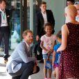 Le prince Harry, duc de Sussex quitte l'hôpital pour enfants de Sheffield le 25 juillet 2019.