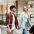 Semi-Exclusif - Après une après-midi shopping, Joe Jonas et sa femme Sophie Turner se promènent aux Jardin des Tuileries, Paris, le 22 juin 2019.
