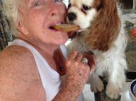 """Line Renaud partage un biscuit avec son chien : """"Un bon moment de vie"""""""