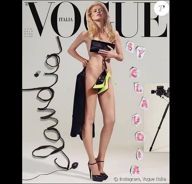 Claudia Schiffer en couverture du magazine Vogue Italia, numéro d'août 2019. Photo par Collier Schorr.
