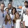 Le roi Felipe VI d'Espagne avec la reine Letizia et leurs filles la princesse Leonor des Asturies et l'infante Sofia le 1er août 2019 à Palma de Majorque lors de la 38e Copa del Rey.