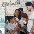 Matt Pokora, sa compagne Christina Milian enceinte et sa fille Violet Nash se rendent au glacier McConnell pour le goûter après avoir acheté des vêtements pour bébés à Los Angeles, le 3 août 2019.