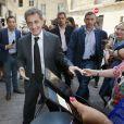 """Nicolas Sarkozy dédicace son livre """"Passions"""" puis se promène, à la rencontre des habitants de Bordeaux, le 4 juillet 2019. © Patrick Bernard/Bestimage"""