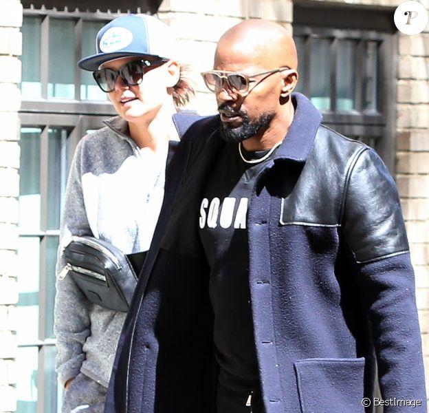 Katie Holmes et Jamie Foxx se promènent main dans la main et se sourient amoureusement dans les rues ensoleillées de New York.Lle 16 avril 2019.
