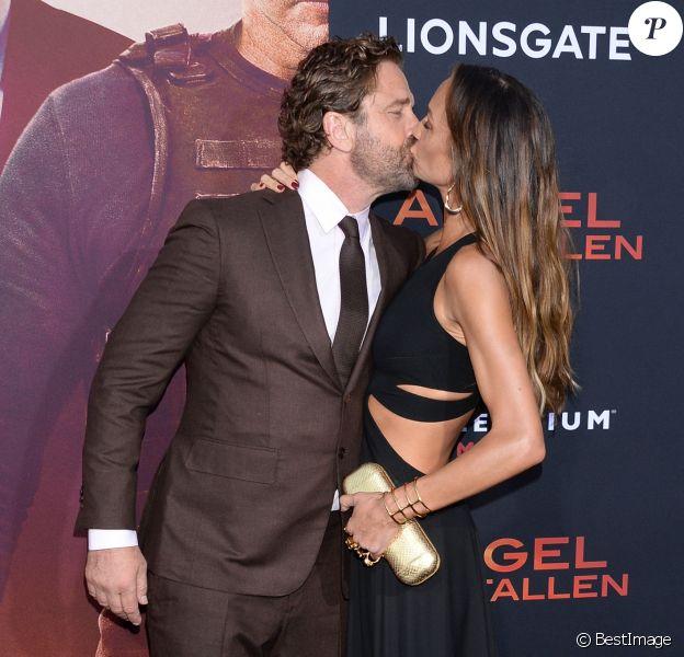 """Gerard Butler et sa compagne Morgan Brown à l'avant-première du film """"Angel Has Fallen"""" (""""La Chute du Président"""") au Regency Village Theater à Hollywood, Los Angeles, le 20 août 2019."""