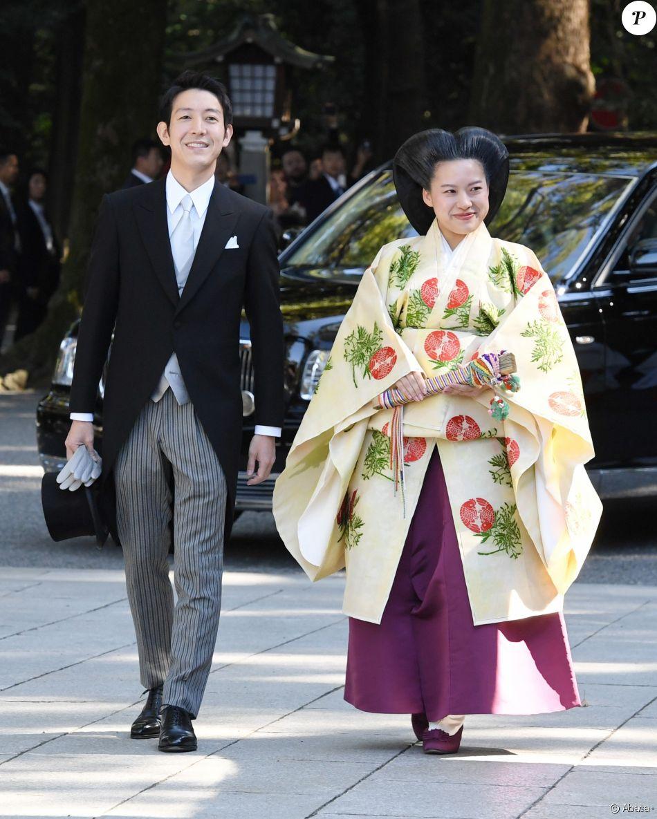 La princesse Ayako de Takamado et Kei Moriya lors de leur mariage le 29 octobre 2018 au sanctuaire Meiju à Tokyo.