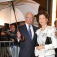 """Le roi Carl XVI Gustaf de Suède et la reine Silvia de Suède arrivent au concert du Philharmonique de Vienne """"Messa da Requiem"""" lors du Festival de Salzbourg 2019 au Grand palais des festivals à Salzbourg, en Autriche, le 13 août 2019."""