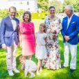 Le prince Daniel de Suède, la reine Silvia de Suède, la princesse Victoria de Suède, la princesse Estelle de Suède, le prince Oscar de Suède et le roi Carl XVI Gustaf de Suède lors du 42e anniversaire de la princesse Victoria de Suède à la Villa Solliden sur l'île d'Öland le 14 juillet 2019.