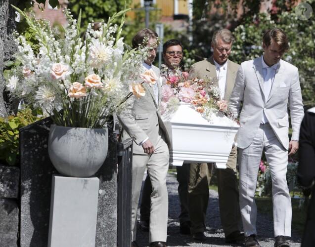 Images des obsèques d'Ann-Christine Wallenberg à l'église de Dalaro, à Stockholm, un mois après sa mort dans le naufrage de son voilier sur le lac Léman.