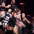 Britney Spears lors de son premier concert à Bercy le 4 juillet 2009. Une troupe de danseurs entièrement dévouée...