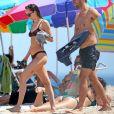 Exclusif - Dakota Johnson et Chris Martin se retrouvent pour une baignade complice dans les Hamptons, le 4 aout 2019.