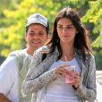 Exclusif - Kendall Jenner est allée acheter une boisson à emporter chez Cha Cha Matcha avec un ami dans le quartier de West Hollywood à Los Angeles. Le 22 août 2019
