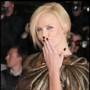Charlize Theron : cigarette et bière... Elle a tout faux !
